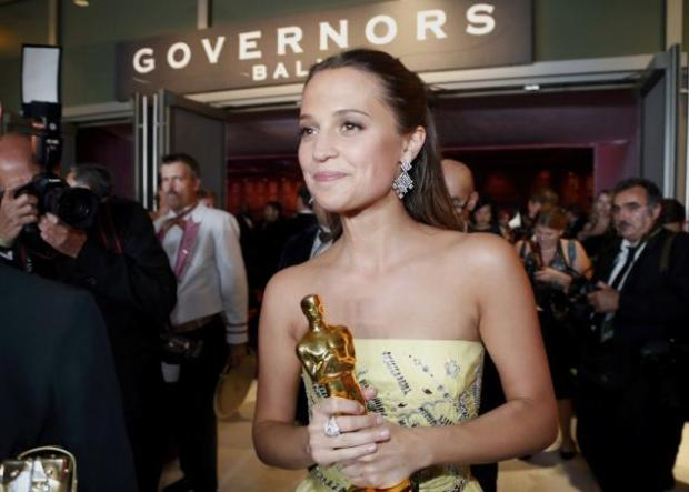 ALICIA-OSCARS_gov ball